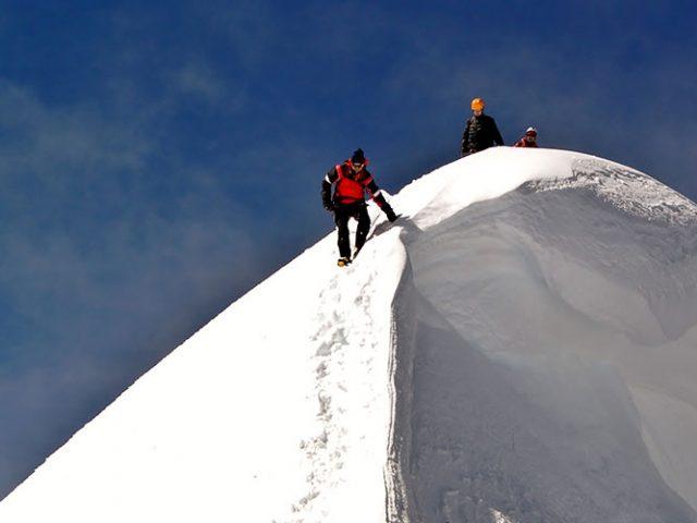 Climbing Copa (6188m – 20296ft)