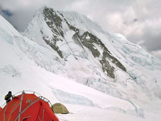 Climbing Quitaraju (6100m – 20008ft)